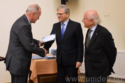 Hoffmann István a DAB Pro Scientia díjában részesült